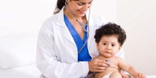 Visita dal pediatra: i controlli da fare