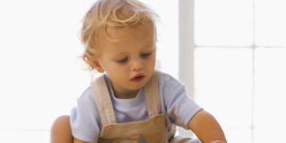 Baby sitter, nonni o nido: a chi è meglio lasciare il bimbo?