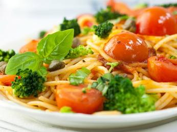 Spaghettini con i broccoli e pomodori