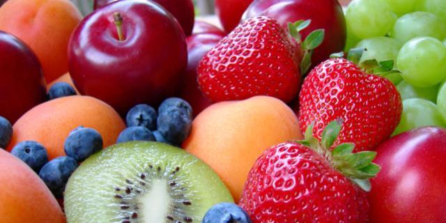 Frutta ai bambini: fondamentale in tutte le diete