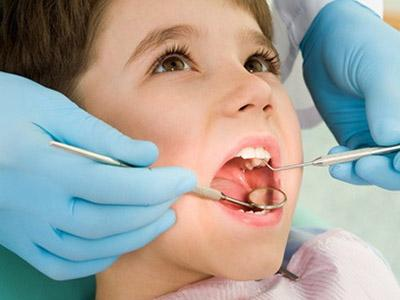 Apparecchio per i denti: quando metterlo ai bambini