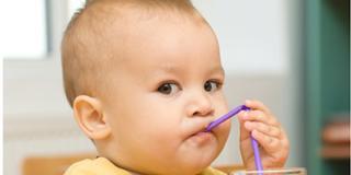 Quando si può dare il latte vaccino al bambino?