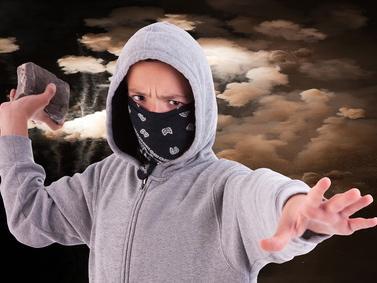 Quando un figlio diventa un vandalo: le cause e i rimedi