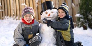 I pediatri consigliano: i bambini fateli giocare all'aperto anche in inverno