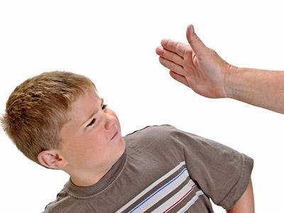 Ceffone ai figli: sì o no?