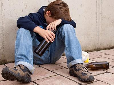 Alcol: consumo sempre più precoce tra i giovani
