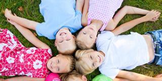 I giochi più divertenti per bambini da fare insieme all'aperto