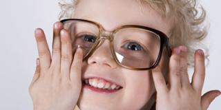 Pinocchio a scuola per educare i bambini alla salute degli occhi