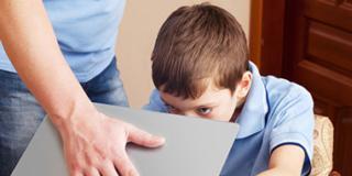 Allarme dipendenza da web e pc per 240mila ragazzi