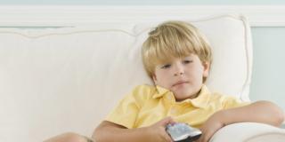 Televisione e bambini: mai più di 3 ore al giorno!