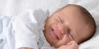 """Bebè in provetta da tre genitori? Verso il """"via libera"""" in Gran Bretagna"""