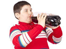 Obesità infantile: sotto accusa le bibite zuccherate