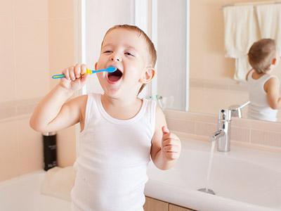 Perché è utile il fluoro per i denti del bebè?