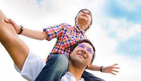"""Papà e figli: se lui preferisce il più """"grande"""""""