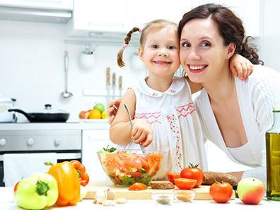 Cuocere e conservare gli alimenti: le prime regole in cucina