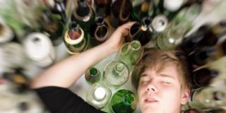 Giovani e alcol: è allarme binge drinking