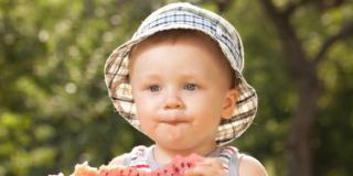 Frutta estiva ai bambini: tanti benefici e qualche precauzione