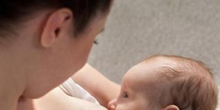 Polmonite e stafilococco: oggi si combattono con il latte materno