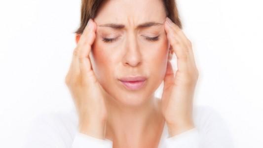 Mal di testa in gravidanza: attenzione a questi farmaci