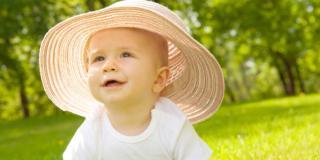 In estate con i bambini bisogna fare attenzione al sole e al caldo