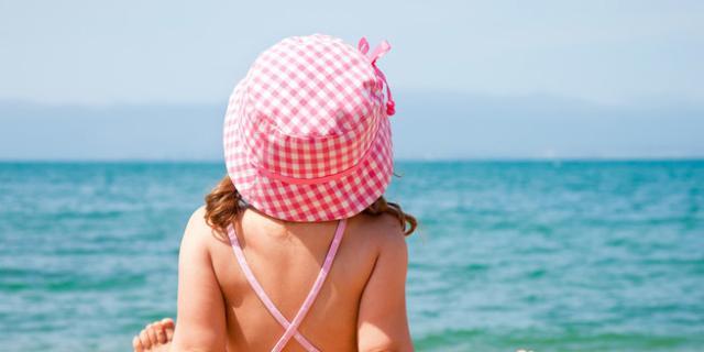 Come proteggere la pelle dei bambini dai danni del sole