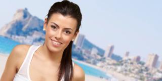 Dopo parto: gli esercizi di ginnastica da fare in spiaggia o al parco