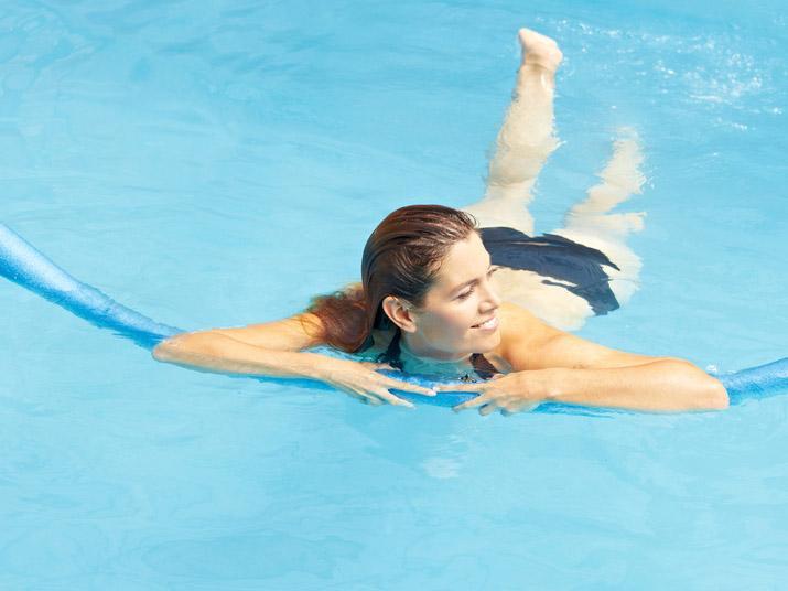 La ginnastica in gravidanza da fare al mare o in piscina - Bimbi Sani e Belli