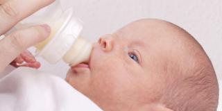 Che cosa fare per l'intolleranza al latte del neonato?