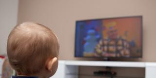 Troppe ore davanti alla Tv fanno male al cervello dei bambini