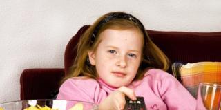 Troppa televisione aumenta il rischio di obesità tra i bambini