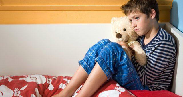 Un bimbo su sei fa la pipì a letto