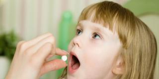 Troppi antibiotici ai bambini: è colpa dei genitori?
