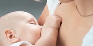 L'allattamento al seno prolungato migliora lo sviluppo del bebè