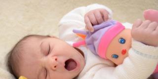 Nei primi mesi di vita le bambole piacciono anche ai maschi!