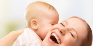 Depressione post partum: si previene con una lunga maternità a casa