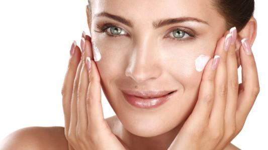 La crema per il viso funziona meglio con il massaggio