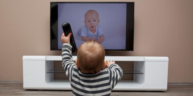 Troppa Tv: il cervello dei bambini ne risente