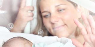 Parlare ai neonati prematuri li fa crescere prima (e meglio)