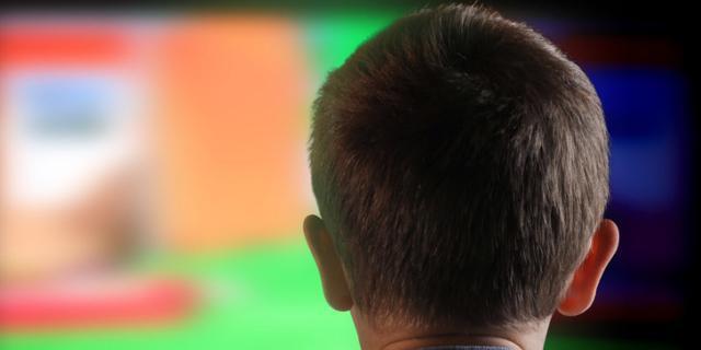 Bimbi e tv: problemi famigliari se per troppo tempo!