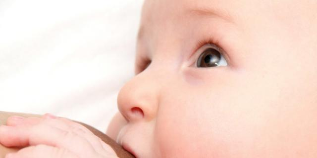 Allattamento e durata poppata: quanto tenere attaccato il bimbo
