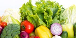 Adolescenti: frutta e verdura per prevenire i noduli al seno