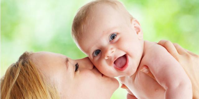 Il primo sorriso del bebè? Compare a soli 2 mesi di vita