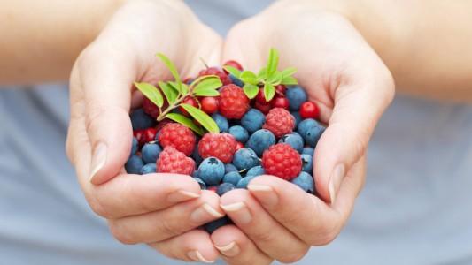 Gambe gonfie in gravidanza: sollievo da frutta e ortaggi blu-viola