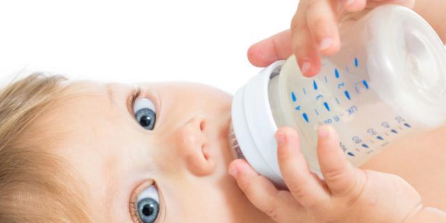 Latte vaccino e allergie: quali pericoli prima dell'anno?