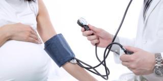 Pressione alta in gravidanza: rischio di parto pretermine