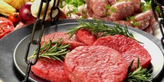 Cancro al seno: tra le cause c'è la carne rossa