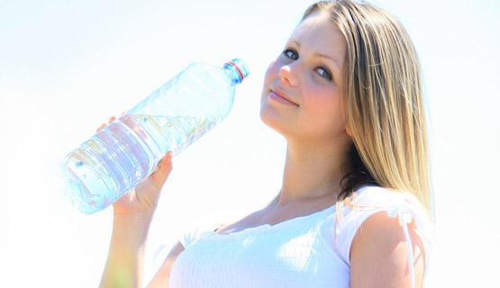 Gravidanza: bere è la prima regola anti-caldo
