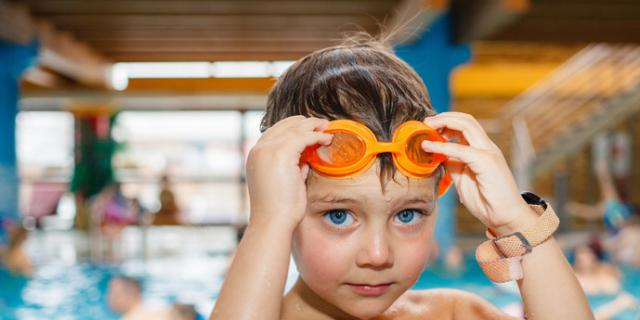 Bambini in acqua con controllo e corsi di nuoto dai 3 anni bimbi sani e belli - Bambini in piscina a 3 anni ...