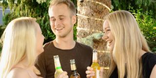 Consumo di alcol tra i giovani: l'influenza della pubblicità in tv