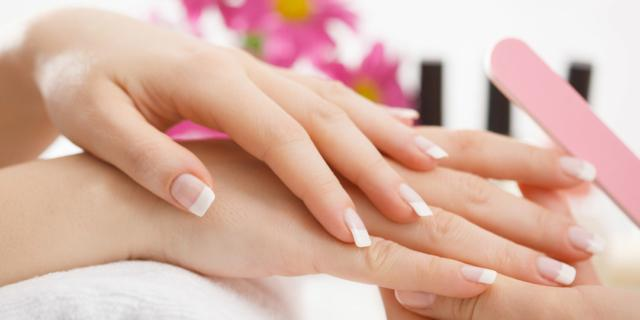 Manicure in gravidanza: si può fare ma con le giuste attenzioni